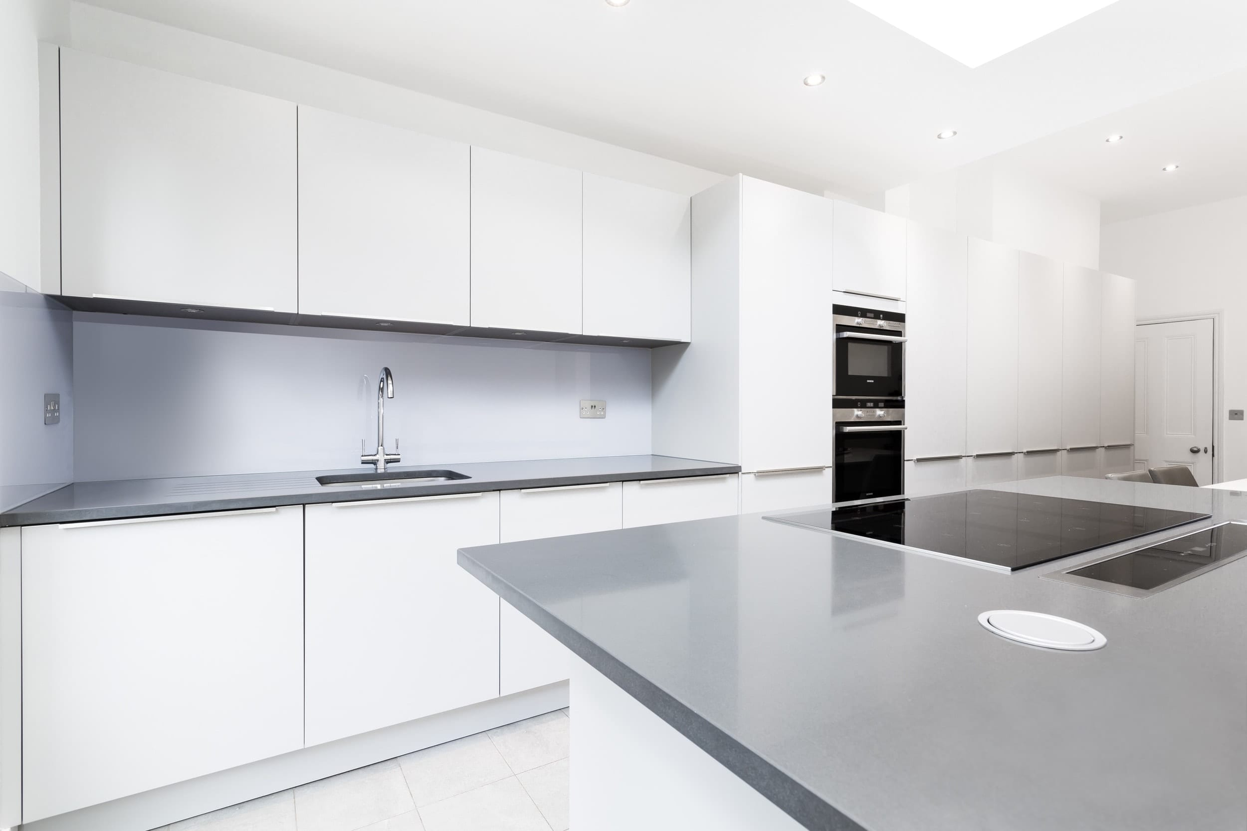 Light grey handleless kitchen