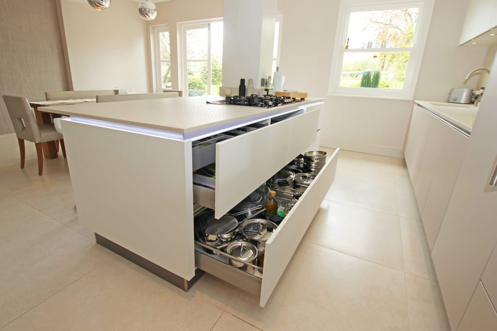 Handlesless Kitchen Unit