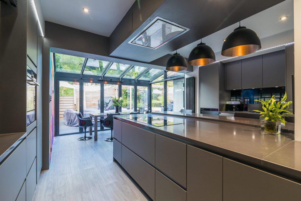 Handleless grey kitchen worktop